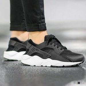 Nike Huarache Run GS Black White Sneakers 7 Youth